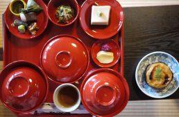 世界遺産の禅寺で庭を眺めならがいただく本格精進料理