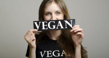 イギリスのヴィーガン事情と活動家、畜産業者の抗議のビデオがYahoo!ニュースでも
